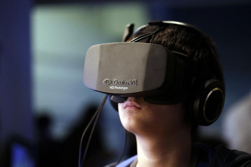 https: img.okezone.com content 2020 08 19 16 2264677 akun-facebook-bakal-digunakan-untuk-akses-oculus-vr-IqsWezYMnW.jpg