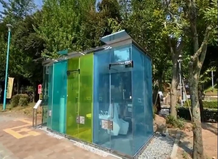 https: img.okezone.com content 2020 08 19 18 2264514 taman-di-tokyo-pasang-toilet-transparan-untuk-bantu-penggunanya-nWynZfDj7g.jpg