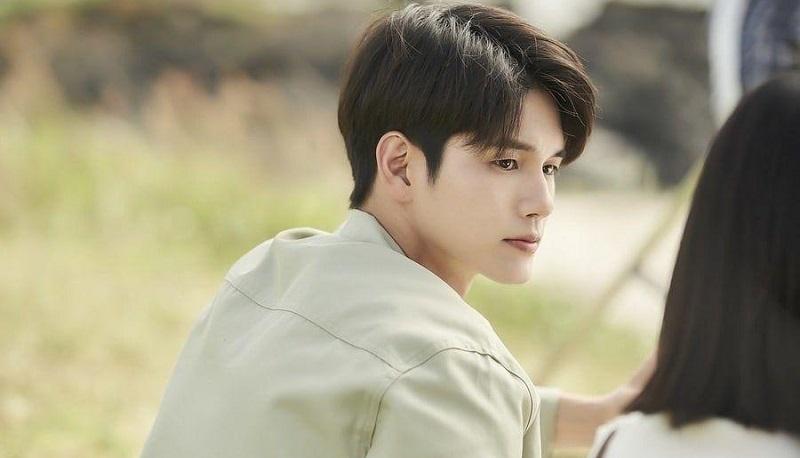 https: img.okezone.com content 2020 08 19 206 2264517 ong-seong-wu-bicara-soal-perannya-di-drama-more-than-friends-cgtLWW98OF.jpg