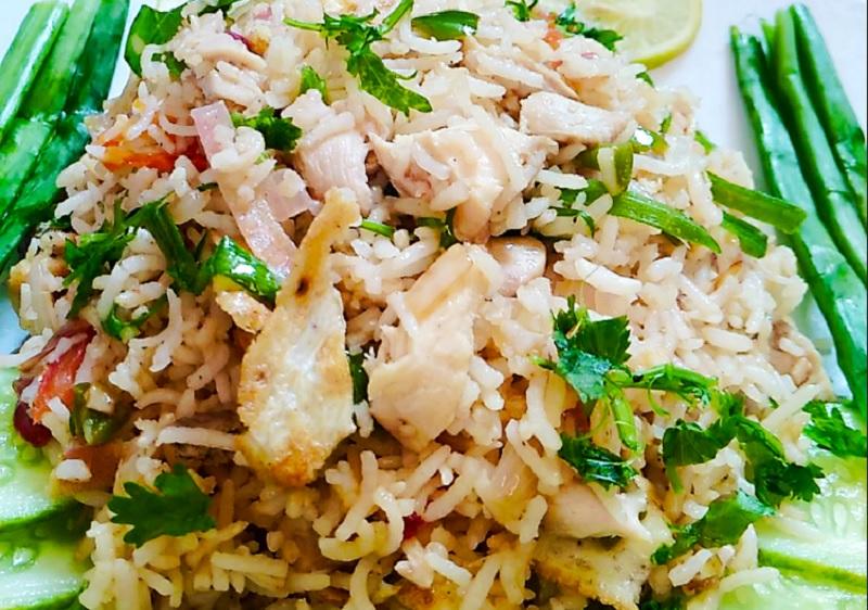 https: img.okezone.com content 2020 08 19 298 2264696 resep-khao-pad-nasi-gorengnya-khas-thailand-yang-lezat-qJ96fTYZmK.jpg