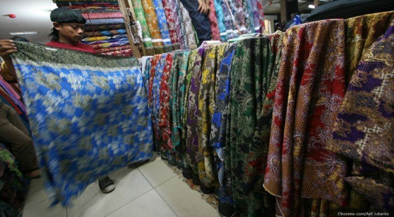 https: img.okezone.com content 2020 08 19 320 2264377 warning-impor-tekstil-ilegal-hantui-indonesia-ini-bahayanya-DsMhX8zCkt.jpg