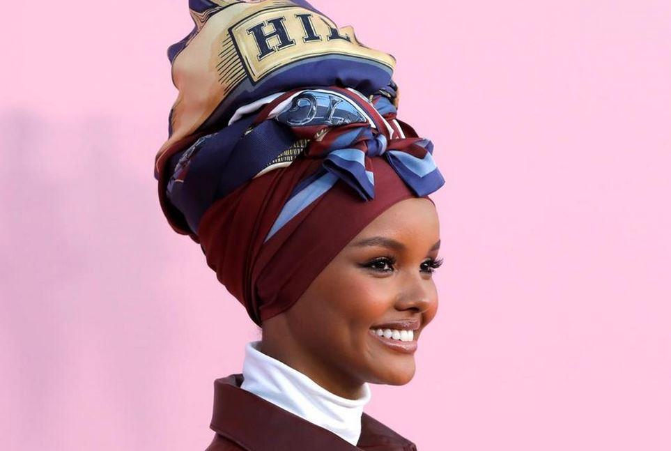 https: img.okezone.com content 2020 08 19 617 2264462 brand-fashion-amerika-luncurkan-koleksi-hijab-pertama-Z0kVcUESX5.JPG
