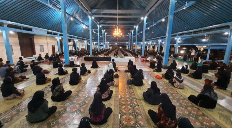 https: img.okezone.com content 2020 08 20 512 2264802 lembaga-dewan-adat-gelar-doa-bersama-sambut-tahun-baru-islam-NUGnkbTqPz.jpg