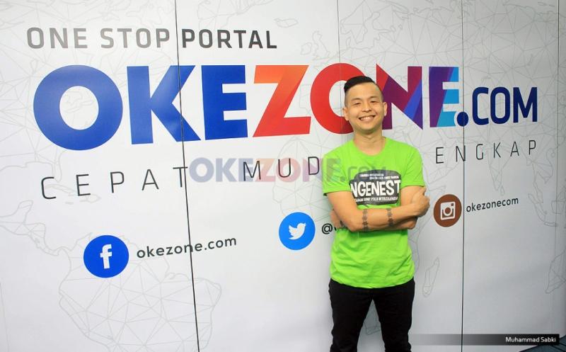 https: img.okezone.com content 2020 08 21 33 2265309 ernest-prakasa-komentari-video-kontroversial-adhisty-zara-DaDXAYuDIU.jpg