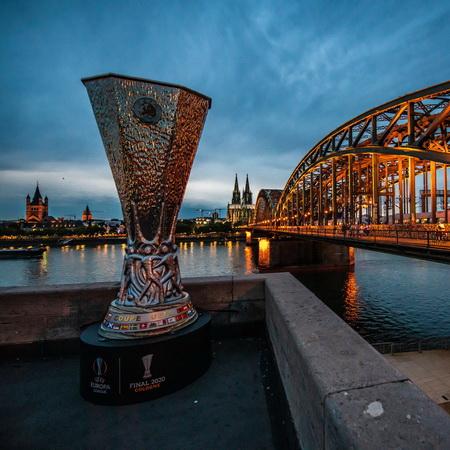 https: img.okezone.com content 2020 08 21 51 2265250 jadwal-final-liga-eropa-2019-2020-malam-ini-perebutan-pot-1-undian-liga-champions-2020-2021-y46EOiJxrm.jpg