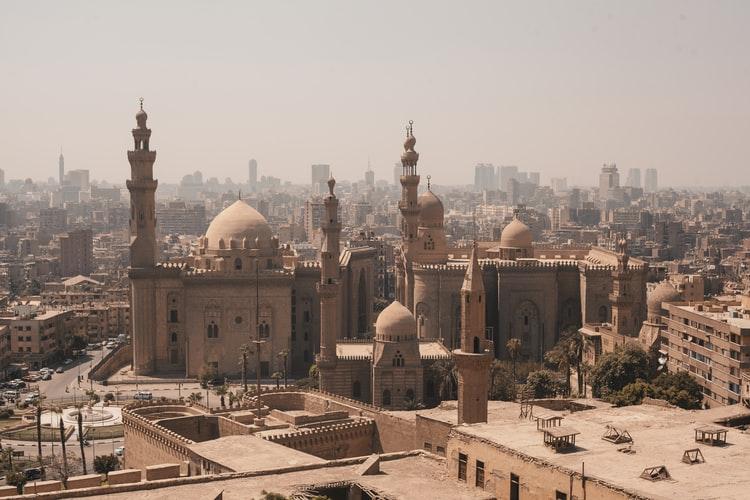 https: img.okezone.com content 2020 08 21 614 2265264 pemerintah-mesir-izinkan-masjid-kembali-gelar-sholat-jumat-hDiHqzVhgV.jpg