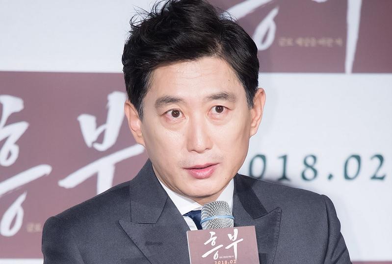 https: img.okezone.com content 2020 08 22 620 2265780 deretan-artis-korea-yang-positif-covid-19-dari-klaster-lokasi-syuting-sJceFRKu4d.jpg