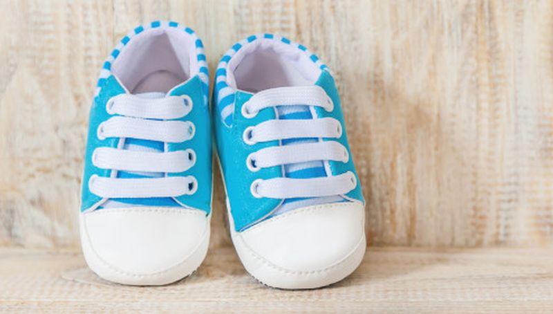 https: img.okezone.com content 2020 08 24 194 2266334 biar-enggak-salah-beli-ini-panduan-memilih-ukuran-sepatu-bayi-fZzAOYZSg0.jpg