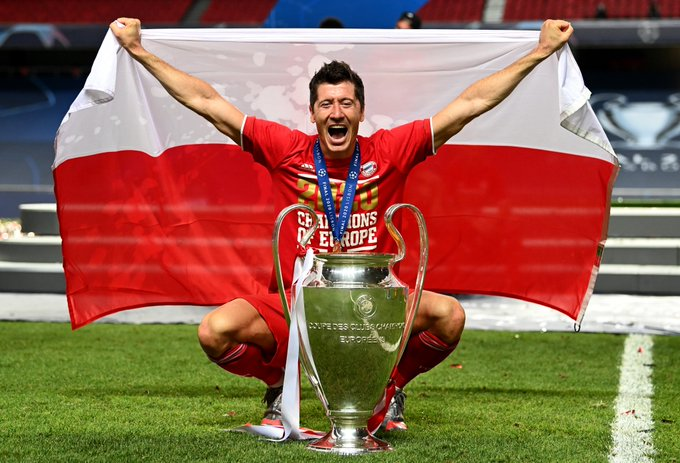 https: img.okezone.com content 2020 08 24 261 2266341 top-skor-liga-champions-lewandowski-akhiri-kejayaan-ronaldo-dan-messi-selama-12-tahun-9c5F6gStbA.jpg