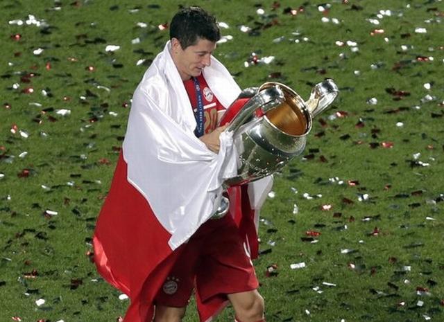 https: img.okezone.com content 2020 08 24 261 2266390 bayern-munich-juara-liga-champions-robert-lewandowski-top-skor-tiga-kompetisi-GBb4laZ0g1.jpg