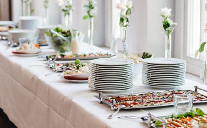 https: img.okezone.com content 2020 08 24 298 2266635 4-hidangan-prasmanan-yang-cocok-untuk-pernikahan-modern-XkKAMB5AjM.jpg
