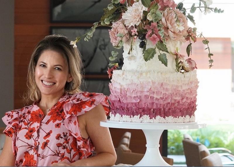 https: img.okezone.com content 2020 08 24 298 2266753 cantiknya-kue-pernikahan-terinspirasi-dari-bunga-yakin-tega-makan-Zy8MYYmeej.jpg