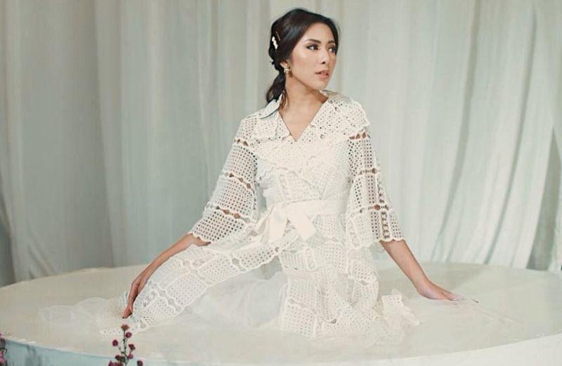 https: img.okezone.com content 2020 08 25 194 2267436 5-pesona-menantu-keluarga-bakrie-vannya-istarinda-cantikan-mana-sama-nia-ramadhani-qkoXW9sjG3.jpg
