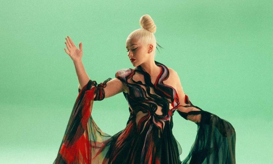 https: img.okezone.com content 2020 08 25 205 2267269 rayakan-anniversary-ke-21-album-debut-christina-aguilera-rilis-versi-baru-reflection-9WOboFlDYa.jpg