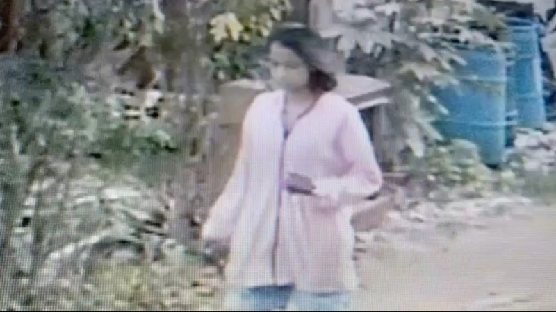 https: img.okezone.com content 2020 08 25 338 2266855 pura-pura-bertamu-seorang-gadis-curi-handphone-di-rumah-korbannya-l1PEPm6nh6.jpg