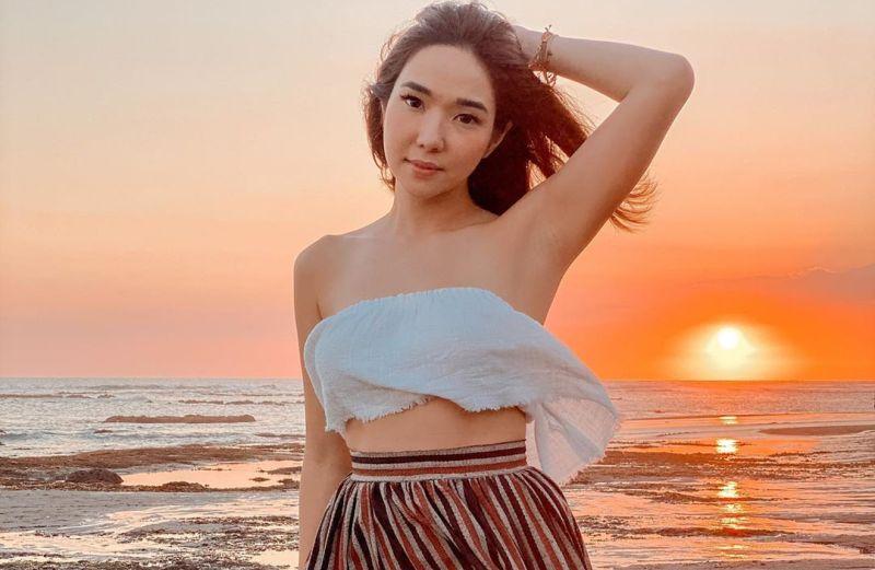 https: img.okezone.com content 2020 08 25 406 2267412 nikmati-sunset-pantai-bali-bareng-gempi-body-gisel-bikin-melek-1iLu4JRRHu.jpg