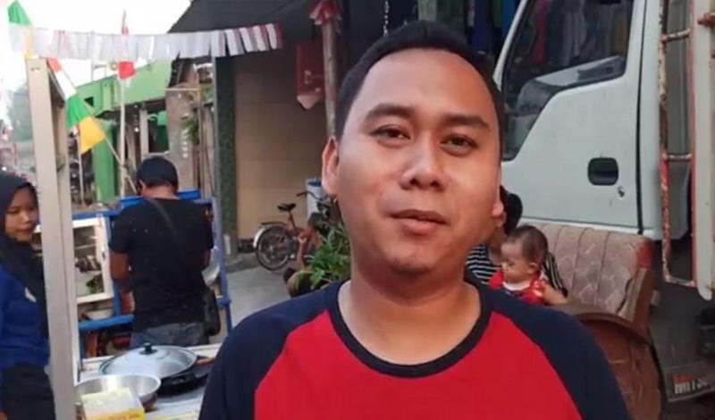 https: img.okezone.com content 2020 08 25 512 2266988 kisah-anak-pedagang-cireng-bergelar-master-hingga-mewakili-indonesia-di-konferensi-jepang-J40w5lmysx.jpg