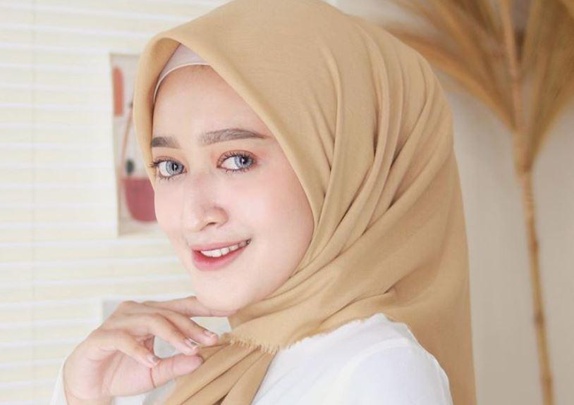 https: img.okezone.com content 2020 08 25 617 2267451 inspirasi-ootd-hijab-dengan-wide-leg-jins-ala-seviq-febinita-hyB0CNDge4.JPG