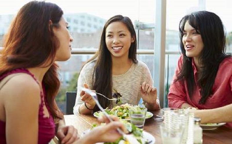 https: img.okezone.com content 2020 08 26 196 2267866 penelitian-sebut-curhat-ke-teman-dapat-kurangi-risiko-depresi-deGu32pvcD.jpg