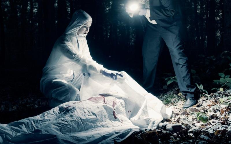 https: img.okezone.com content 2020 08 26 338 2267516 polisi-temukan-sajam-di-samping-mayat-wanita-dalam-kardus-7lxsUdbEh6.jpg