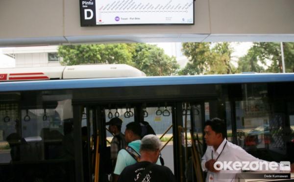 https: img.okezone.com content 2020 08 26 338 2267861 transjakarta-akan-bangun-halte-di-4-stasiun-kereta-api-DVfw5tlG7I.jpg