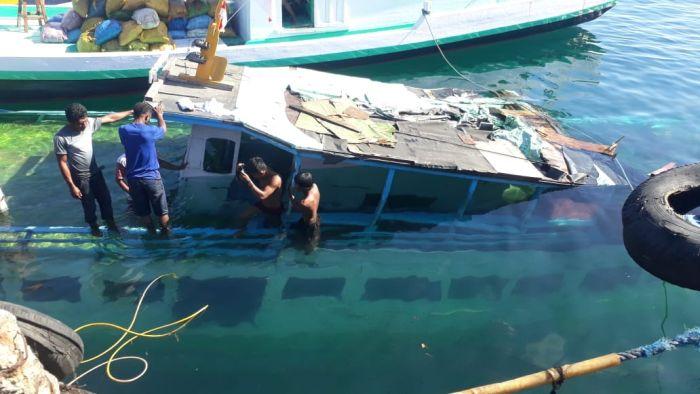 https: img.okezone.com content 2020 08 26 340 2267527 lambung-kapal-bocor-km-el-hasan-tenggelam-di-laut-lewoleba-6yfaznoE0H.jpg