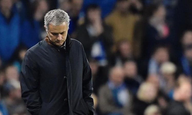 https: img.okezone.com content 2020 08 26 45 2267999 mourinho-hanya-terima-satu-nasihat-dari-ferguson-saat-tangani-man-united-D5p1UFclwz.jpg