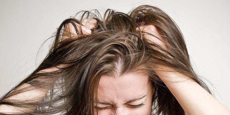 https: img.okezone.com content 2020 08 26 611 2267985 rambut-kerap-kusut-dan-kasar-coba-periksa-produk-perawatan-rambut-anda-ZXnaIYLATq.jpg