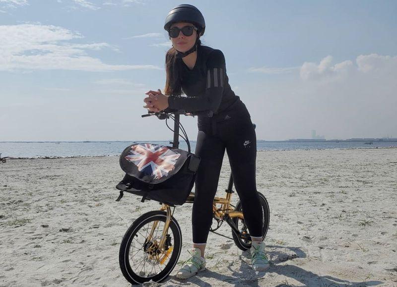 https: img.okezone.com content 2020 08 26 612 2267542 jaga-kesehatan-cantiknya-wulan-guritno-sepedaan-di-pantai-S4sdmucVbu.jpg