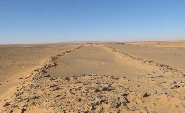 https: img.okezone.com content 2020 08 26 615 2267531 ditemukan-struktur-batu-kuno-di-arab-saudi-diduga-berusia-7-000-tahun-KX86p7w4gM.jpg