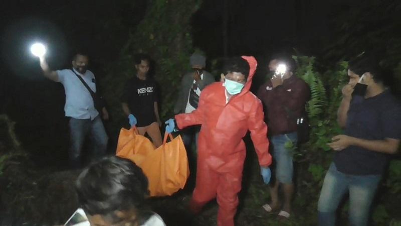 https: img.okezone.com content 2020 08 27 608 2268154 warga-digegerkan-temuan-mayat-tinggal-tulang-belulang-dan-hangus-terbakar-Plz3uKOaxV.jpg