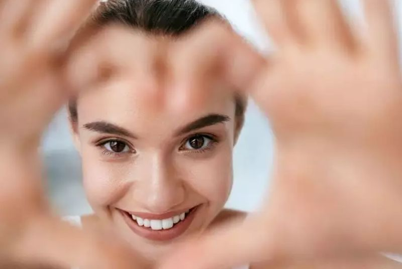 https: img.okezone.com content 2020 08 27 611 2268168 cantik-tak-harus-dari-wajah-bisa-juga-kulit-KTFKmvM72I.jpg