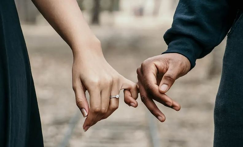 https: img.okezone.com content 2020 08 27 614 2268286 kasus-perceraian-di-arab-saudi-melonjak-tajam-selama-pandemi-covid-19-KnyYhtpmOl.JPG