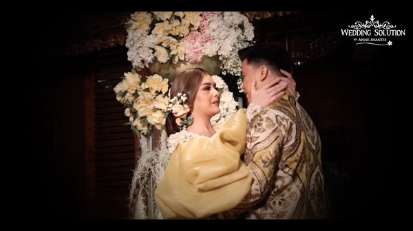https: img.okezone.com content 2020 08 28 33 2269068 pamer-wedding-dress-amanda-manopo-dan-billy-syahputra-segera-menikah-EclOCg2mfp.jpg