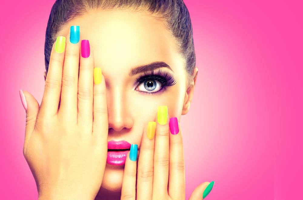 https: img.okezone.com content 2020 08 28 611 2269249 sederet-trik-makeup-yang-buat-wajah-nampak-lebih-muda-lLQ4SbA6xq.jpg