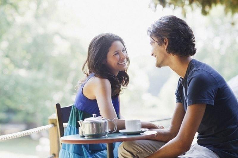 https: img.okezone.com content 2020 08 28 612 2269015 5-tanda-sahabat-jatuh-cinta-kepada-dirimu-Q8xrEw0Hte.jpg