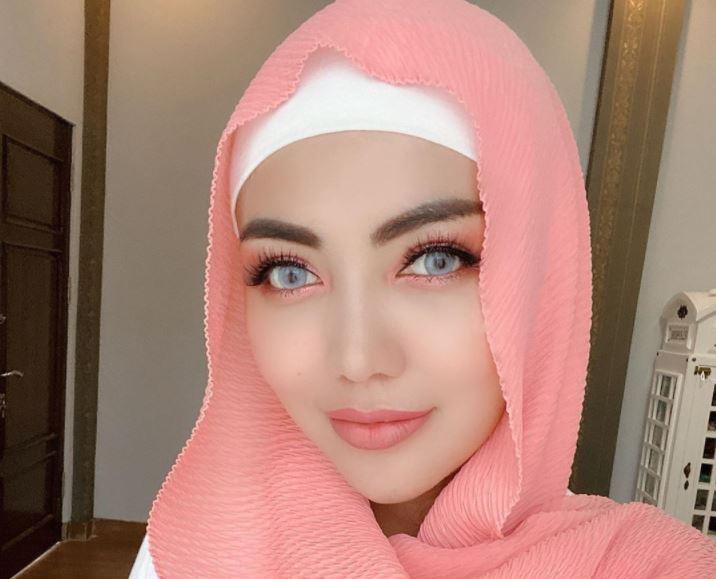 https: img.okezone.com content 2020 08 28 617 2268940 5-gaya-hijab-unik-ala-bella-shofie-kece-dan-fashionable-EsQlRoa7H3.JPG