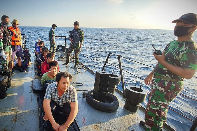 https: img.okezone.com content 2020 08 29 340 2269571 lagi-tni-al-tangkap-kapal-berbendera-vietnam-curi-ikan-di-laut-natuna-lNrKAKOXXJ.jpg