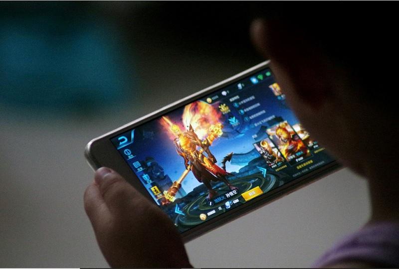 https: img.okezone.com content 2020 08 29 612 2269359 main-game-online-lebih-digeluti-di-masa-pandemi-awas-kecanduan-U1y6bLmlVp.jpg