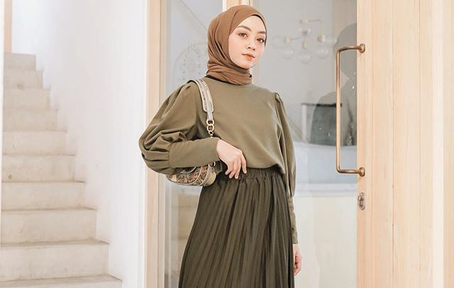 Tampil Girly Dengan Warna Army Intip 5 Gaya Outfit Hijab Meirani Amalia Okezone Muslim
