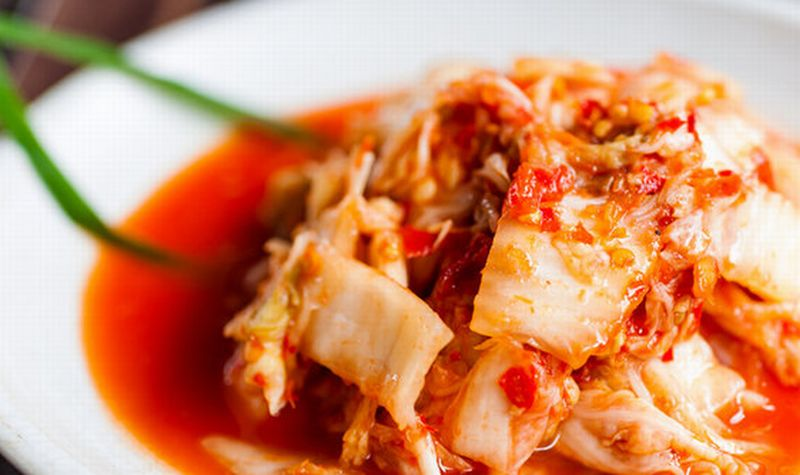 https: img.okezone.com content 2020 08 30 298 2269908 makan-kimchi-dipercaya-turunkan-risiko-tertular-covid-19-A2TxQ4F9Ft.jpg