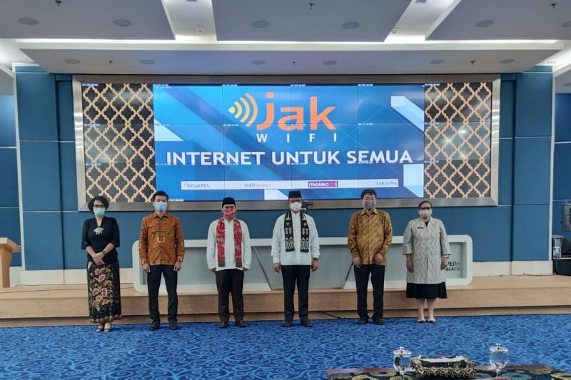 https: img.okezone.com content 2020 08 30 338 2269677 gubernur-anies-dukung-apjatel-sediakan-layanan-internet-gratis-di-jakarta-J5foSj6wFS.jpg