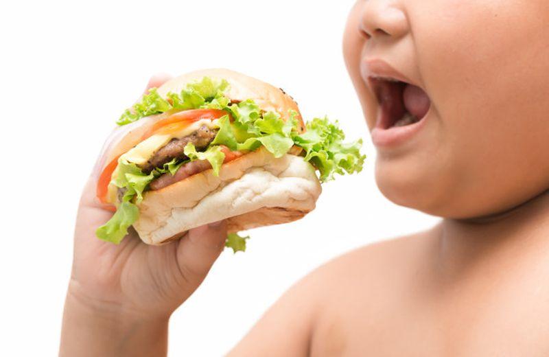 https: img.okezone.com content 2020 08 30 481 2269787 anak-obesitas-berisiko-idap-kanker-usus-saat-dewasa-3DXmh6ySuF.jpg