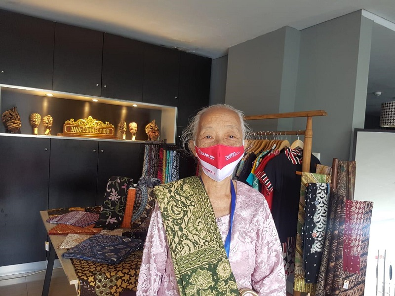 https: img.okezone.com content 2020 08 31 11 2270398 pedagang-batik-dapat-banpres-produktif-terbantu-mendapat-tambahan-modal-usaha-cWOdQon8T5.jpg