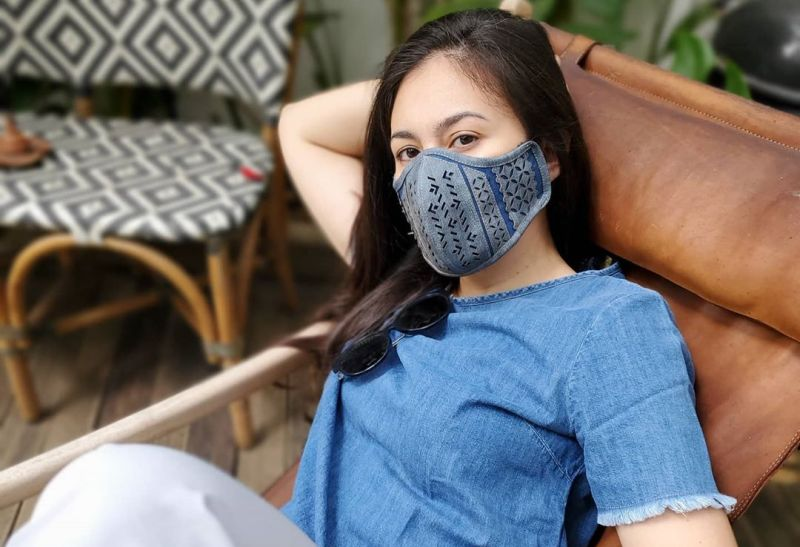 https: img.okezone.com content 2020 08 31 194 2270052 intip-yuk-padu-padan-masker-dan-outfit-penuh-gaya-ala-4-artis-cantik-h6VghLNJP2.jpg