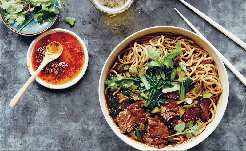 https: img.okezone.com content 2020 08 31 298 2270472 mi-daging-sapi-kuliner-taiwan-yang-lezatnya-juara-Jinmtj8U7D.jpg