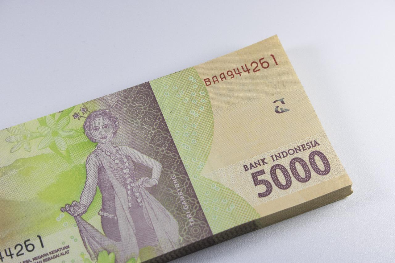 https: img.okezone.com content 2020 08 31 320 2270344 rupiah-kokoh-di-level-rp14-562-usd-Of0EUIFseW.jpg