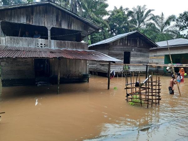 https: img.okezone.com content 2020 09 01 340 2270876 sungai-lae-cinendang-meluap-90-rumah-di-aceh-singkil-terendam-koMa9f8bon.jpg
