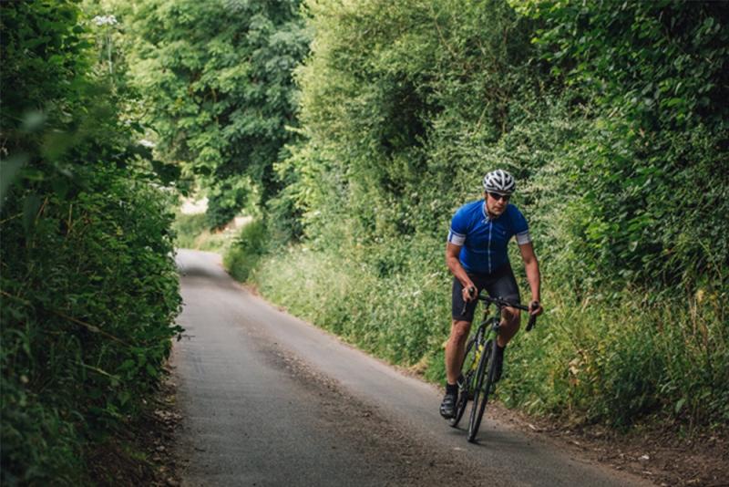 https: img.okezone.com content 2020 09 01 481 2271091 tips-menurunkan-berat-badan-dengan-bersepeda-J3B0yeug3z.jpg