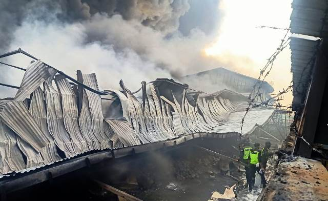 https: img.okezone.com content 2020 09 01 512 2271106 ledakan-keras-awali-kebakaran-di-pabrik-polytron-UsgS7vhanT.jpg